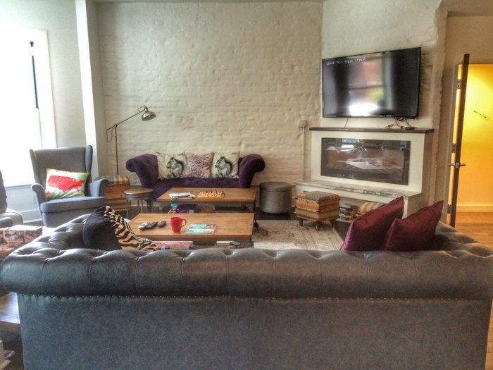 Pink-Compass-Artikel-Hostel-Aufenthaltsraum