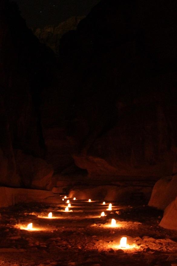Petra Jordanien bei Nacht
