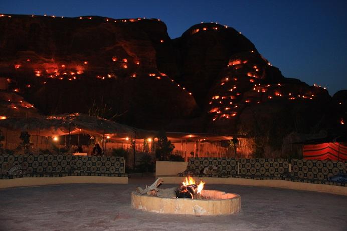 7 Wonders Beduin Campfeuer in Petra Jordanien