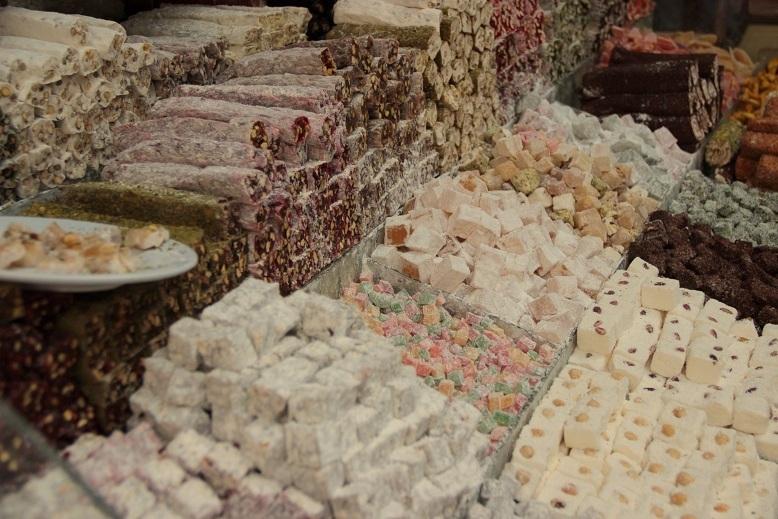 Türkische Süßigkeiten auf dem Basar in Istanbul