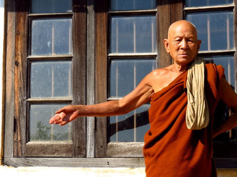 Reisen mit Hashimoto und Schilddruesentabletten - Mönch am Inle Lake in Myanmar