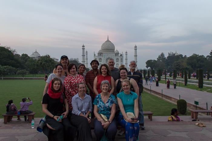 In einer Gruppenreise durch Indien