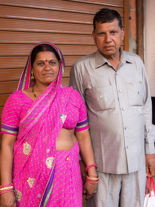 Eine Inderin in den Straßen Jaipurs