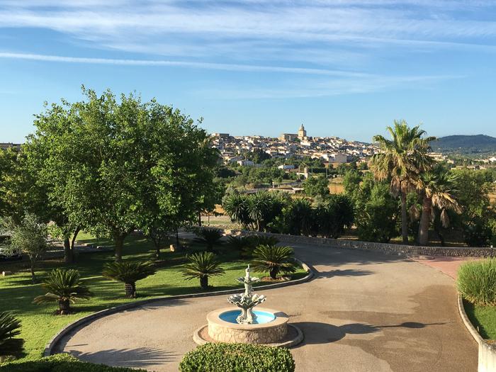 Yoga Retreat Mallorca Ausblick Yoga-Raum