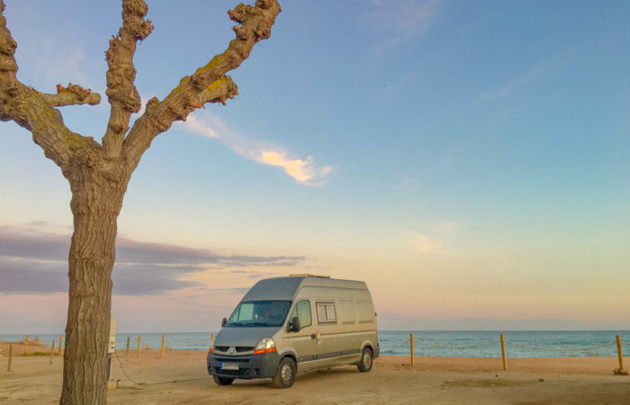 Vanlife-Camping-Roadtrip-Lola-Sunset